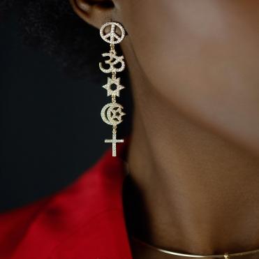 Pour une occasion spéciale cette paire de boucle d'oreille sera idéale 😍 #goldplated #pimr #peaceismyreligion